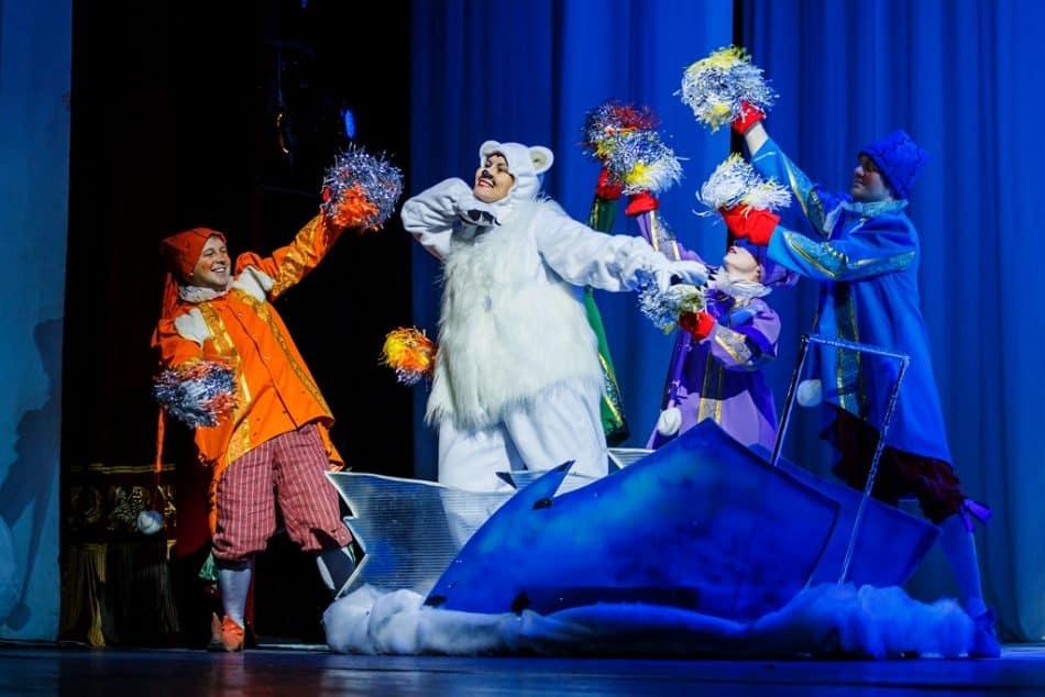 Театрализованный концерт «Подарок для Деда Мороза»
