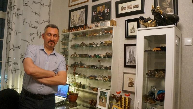 Архитектор Евгений Фролов в своем уютном кабинете. Фото Ирины Ларионовой