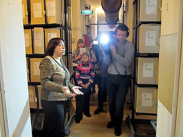 Главный архивист Елена Гаврилова стала гидом журналистов в фондохранилище – святая святых любого архива