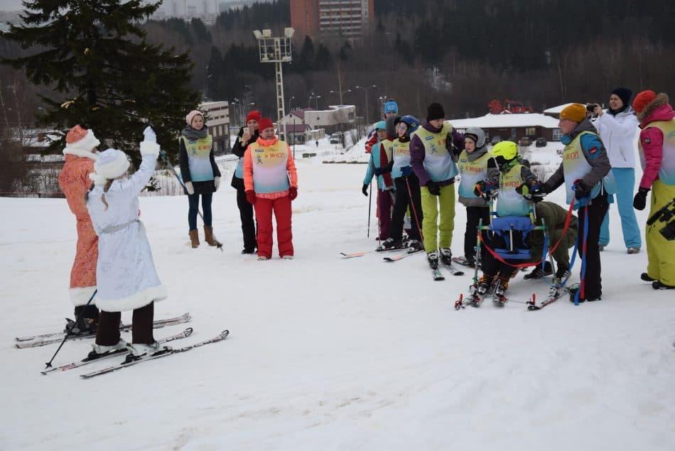 Снегурочка и Дед Мороз приехали на тренировку с подарками