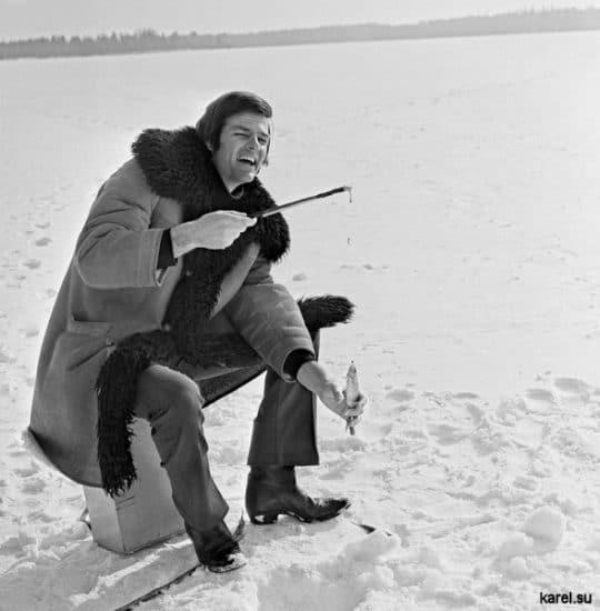 Дин Рид на зимней рыбалке в поселке Косалма, 1974 год. Фото корреспондента ТАСС Семёна Майстермана