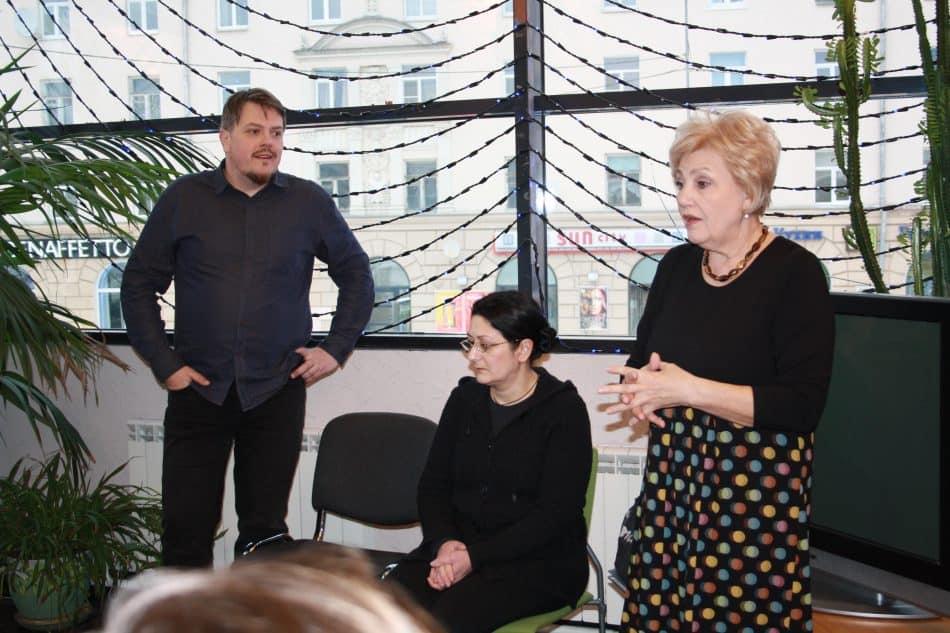Режиссёр Александр Янушкевич, художник Татьяна Нерсисян (в центре) и директор театра Любовь Васильева