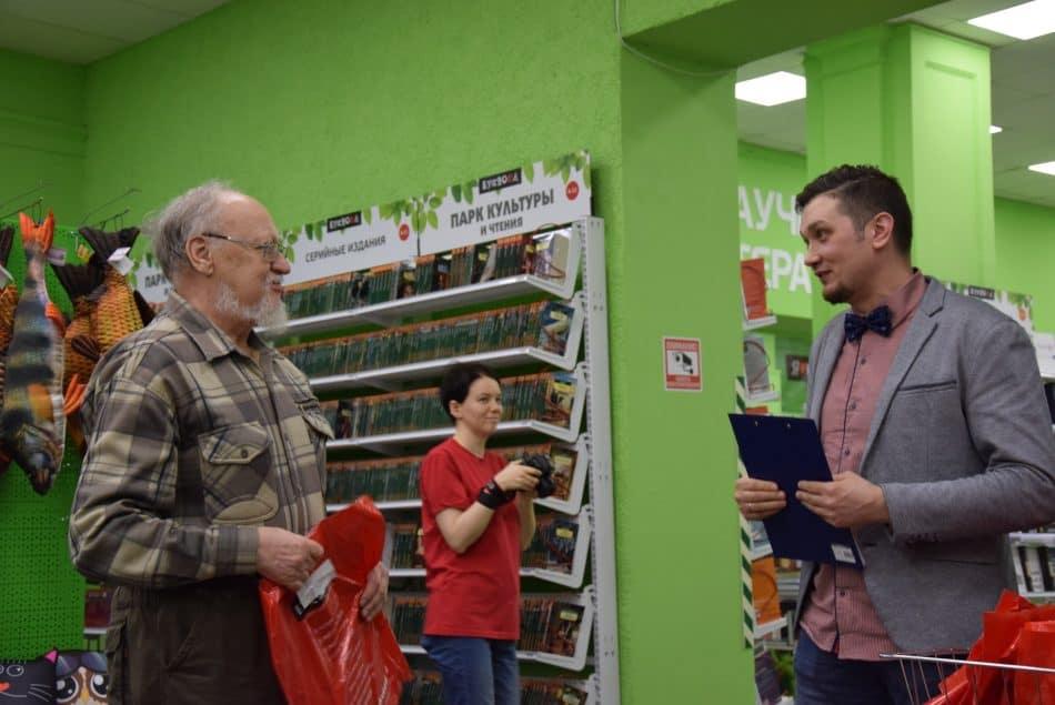 Олег Кожин отметил, что Борис Гущин единственный, кто написал негативную рецензию, - на книгу «Дюжина слов об Октябре». Фото: Мария Голубева