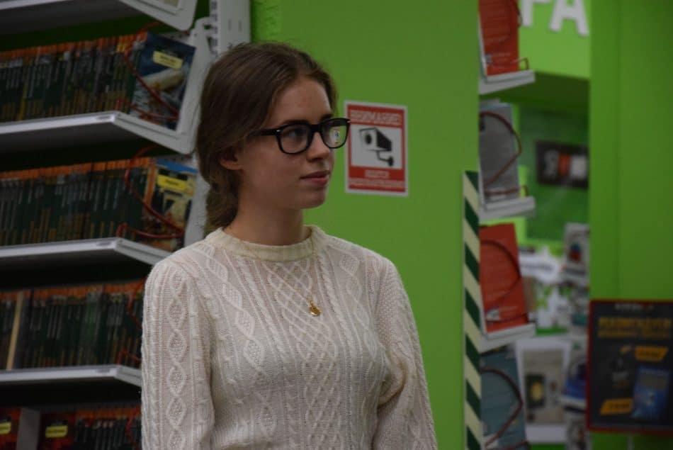 Мирья Вассара ученица лицея №1, отмечена спецпризом Парка культуры и чтения. Она писала о книге «То, о чем знаешь сердцем» Джесси Кирби. Фото: Мария Голубева