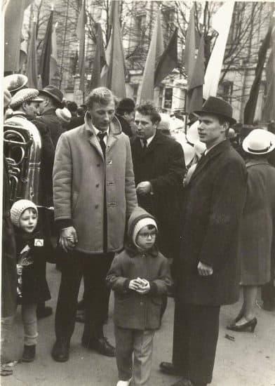 С отцом Евгением Кудрявцевым (слева) на первомайской демонстрации