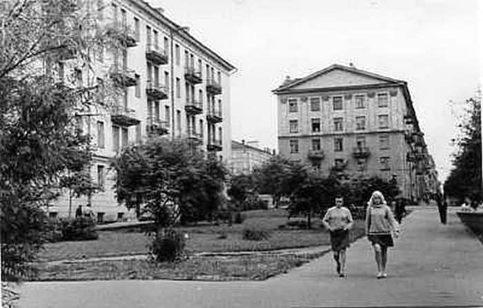 Сквер у домов №1 и №3 в середине 1960-х