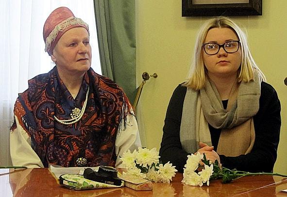 Хранительница поморских традиций из села Нюхча Надежда Семенова (слева) и фуд-фотограф Софья Тиятивяйнен