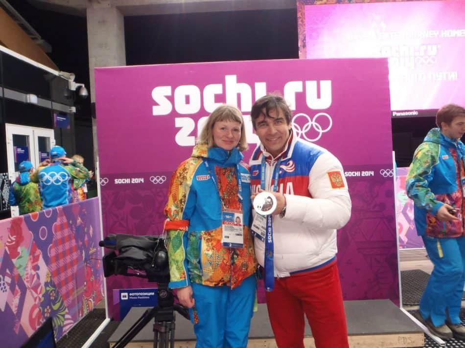 Ольга Шаталова с Альбертом Демченко, трехкратным серебряным призером игр в Сочи в санном спорте