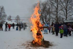 Праздник Широкой Масленицы провели в старинном заонежском селе Великая Губа