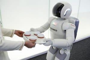 Робот подает кофе. Фото: thenewsnigeria.com.ng