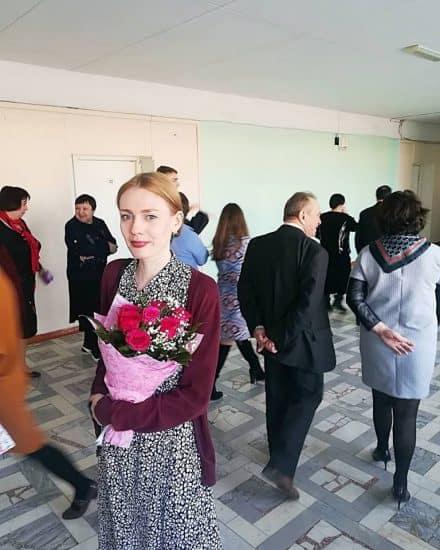 В петрозаводской средней школе №29 открыта необычная выставка художника и педагога Евгении Лебедевой