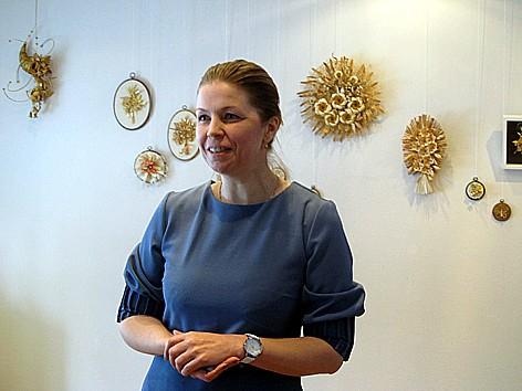 Юлия Мишульская представляет  выставку членов клуба «Волшебная соломка и Ко»