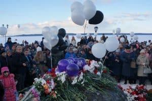 В Петрозаводске прошла акция памяти жертв трагедии в Кемерове