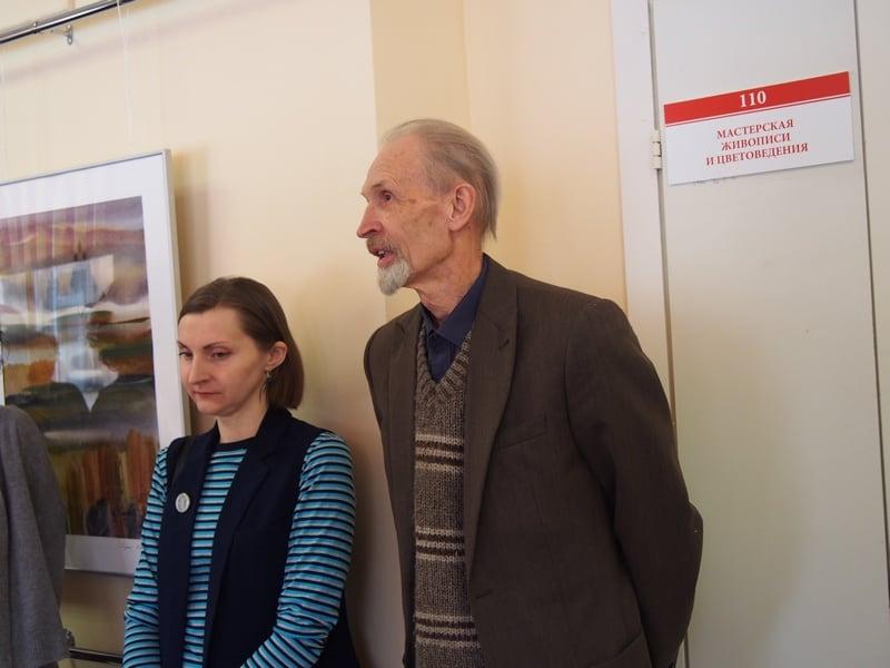 Выступает народный художник России Валентин Чекмасов. Он пригласил ветеранов посетить его мастерскую