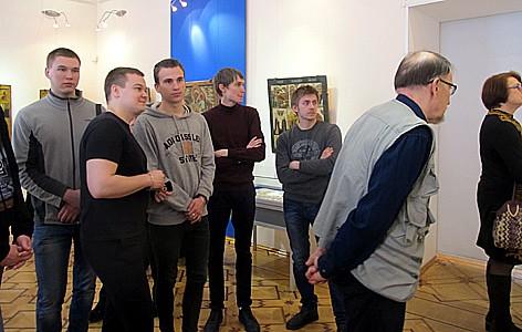 Выставка привлекла много молодежи