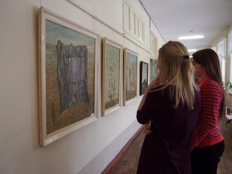 Выставка художников Карелии, посвященная 50-летию художественно-графического отделения педколледжа