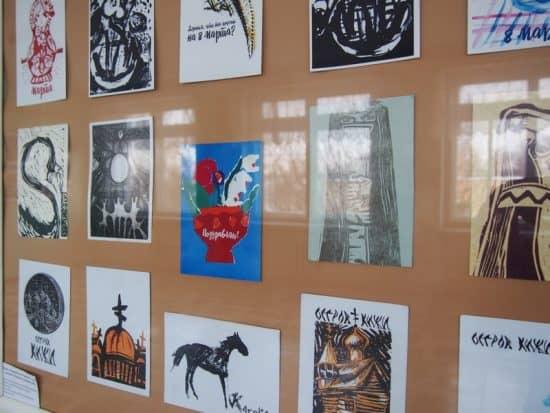 В петрозаводской средней школе №29 открыта выставка художника и педагога Евгении Лебедевой. Фото Ирины Ларионовой