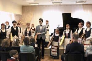 Учеников и педагогов объединила музыка