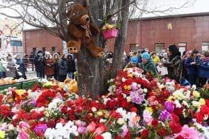 Кемерово. Стихийный мемориал по погибшим. Фото: tass.ru