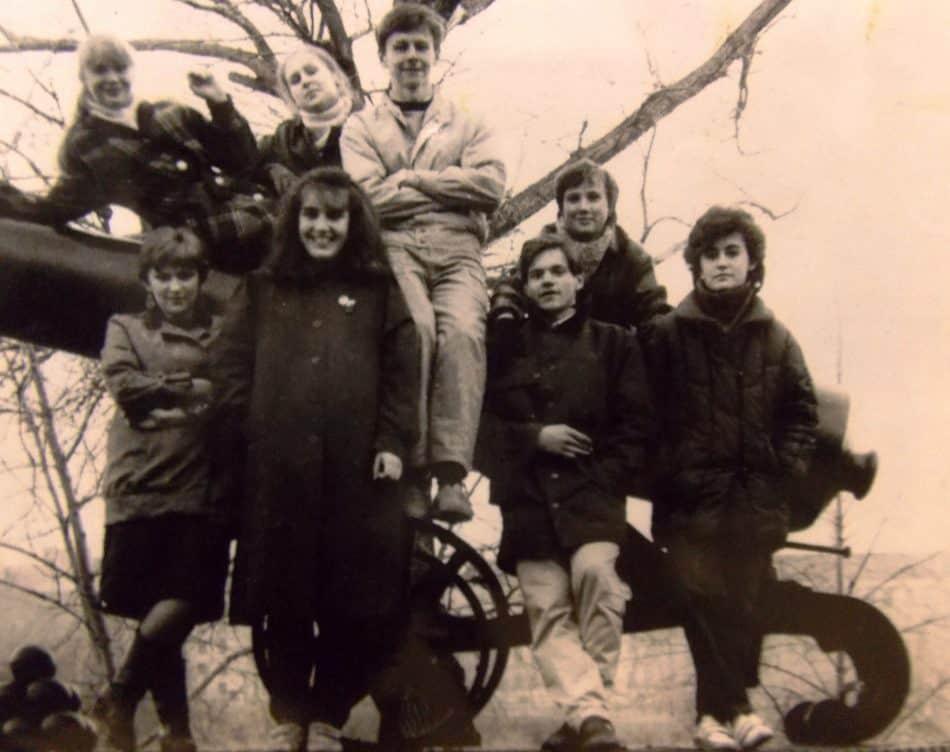 Школьное фото. Ольга вверху слева, ниже- Наталья Ермолина