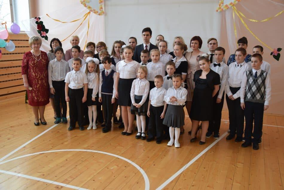 Педагоги, дети и гости