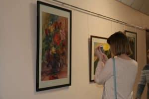 В ПетрГУ открылась выставка акварелей «Притяжение света» Юлии Коросовой