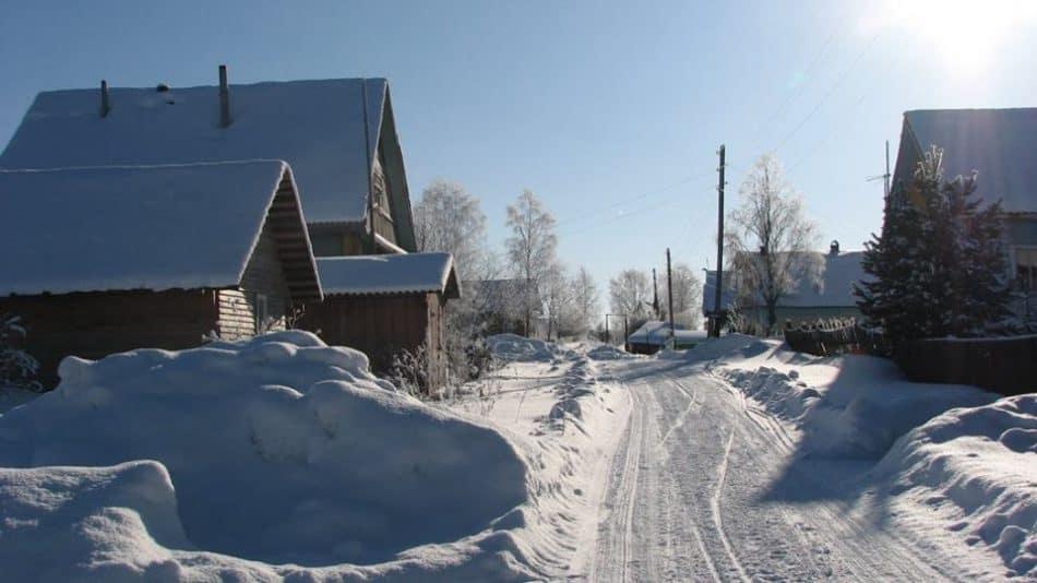 Улица Верхняя в деревне Корза