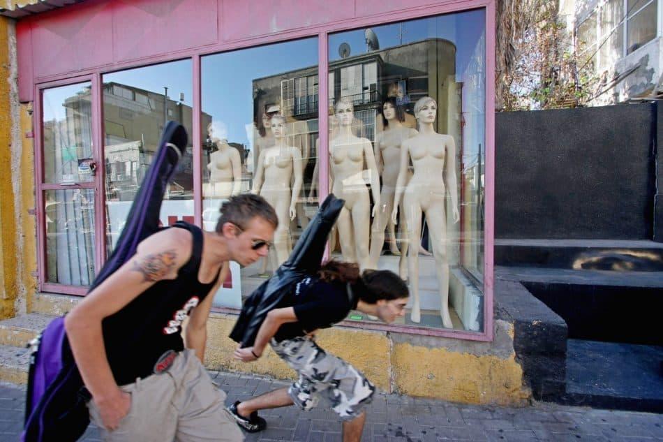 Персональная выставка Владимира Ларионова «Стрит-фото»