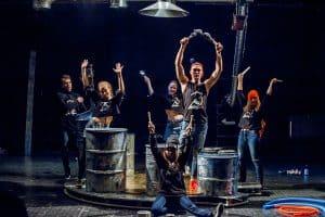 Сцена из спектакля «Сказка о попе и о работнике его Балде». Фото Юлии Утышевой