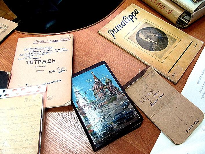 К презентации проекта была подготовлена небольшая выставка документов из фонда Яакко Ругоева