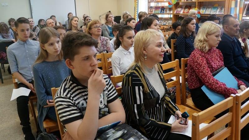 Светлана Бердова (в первом ряду в центре)