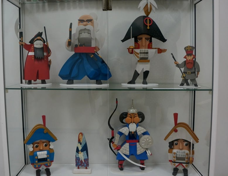 Образы, созданные дизайнером Анатолием Титовым (1958 - 2018). Кроме деревянной девушки