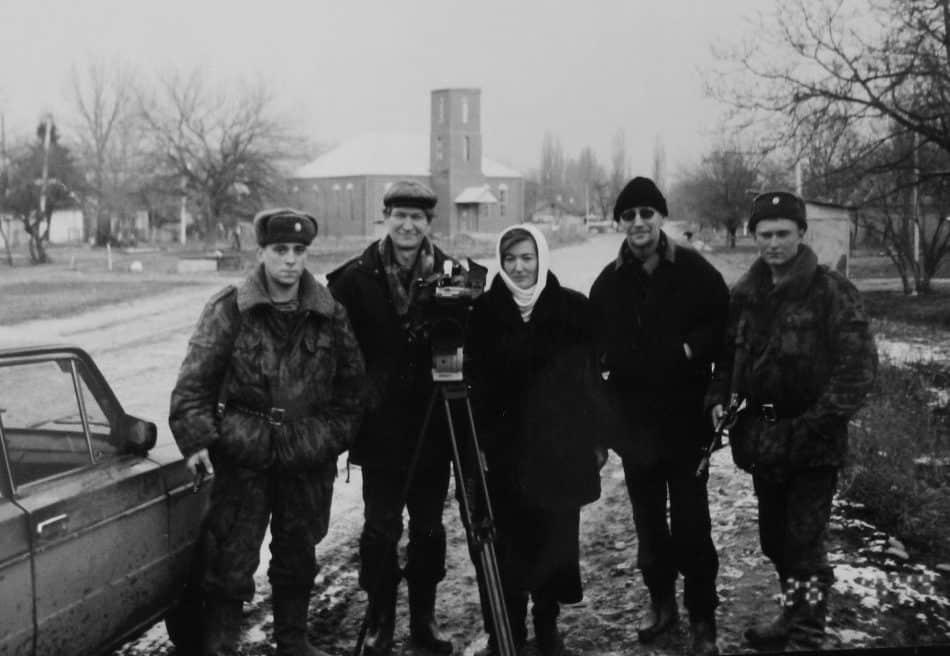 Александр Колобов (второй справа) и Виктор Яроцкий (второй слева) в Чечне