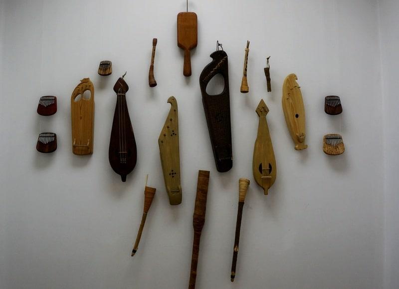 Музыкальные инструменты: жалейки, кантеле, гусли, гудки, колотушки, калимбы