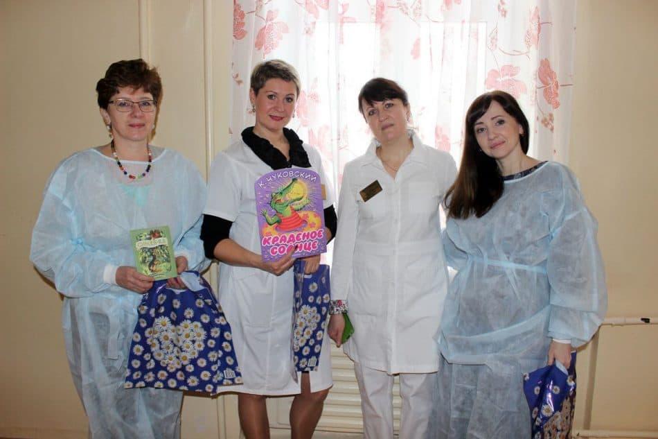 В Международный день детской книги библиотекари поздравили новорожденных малышей и их мам