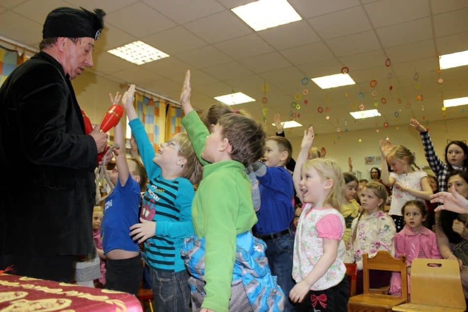 В Детской библиотеке РК показали фокусы