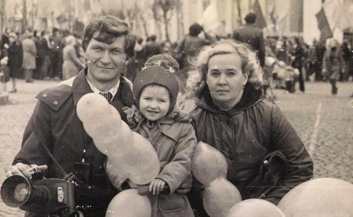 Виктор Яроцкий с женой Айли и дочкой Женей