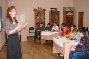 Яна Хворост проводит конкурсное занятие. Фото: patt.karelia.ru
