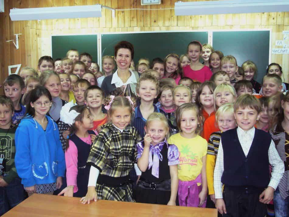 Елена Харламова со своими юными читателями