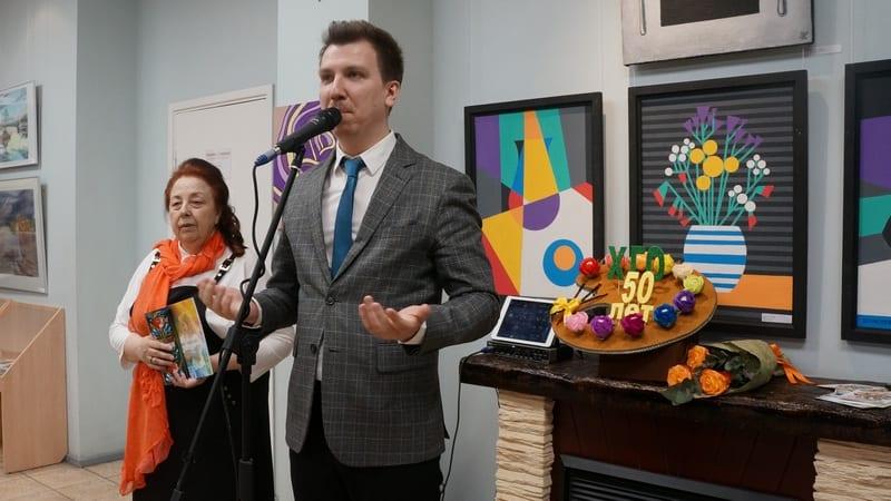 Выставку открывает директор ДХШ Илья Кемпи