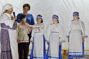 Дети читают сказку «Маша и медведь» на заонежском диалекте. Руководитель Ирина Никулина