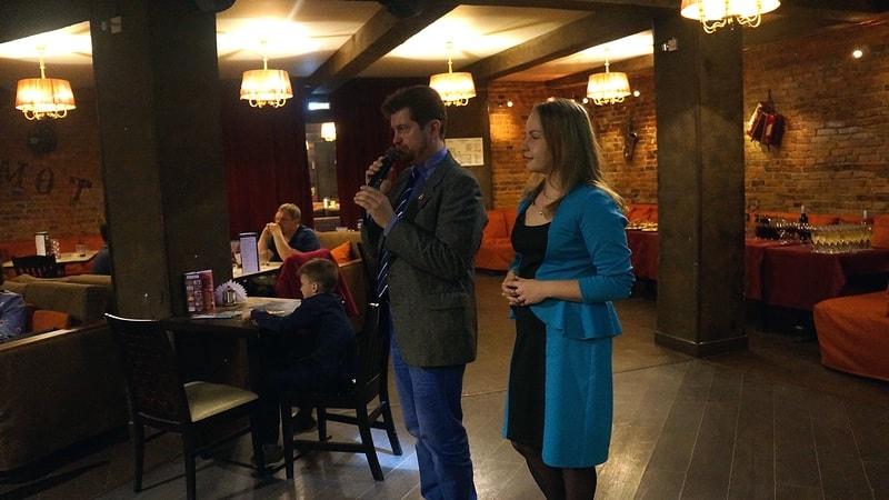 Писатель Дмитрий Скирюк, как и Владимир Софиенко, переехал в Карелию. Здесь встретил Арину, будущую жену