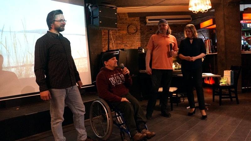 Режиссер, писатель Владимир Рудак (в центре) снял о семье Софиенко фильм. Лента вчера впервые демонстрировалась публике и оставила  сильное впечатление