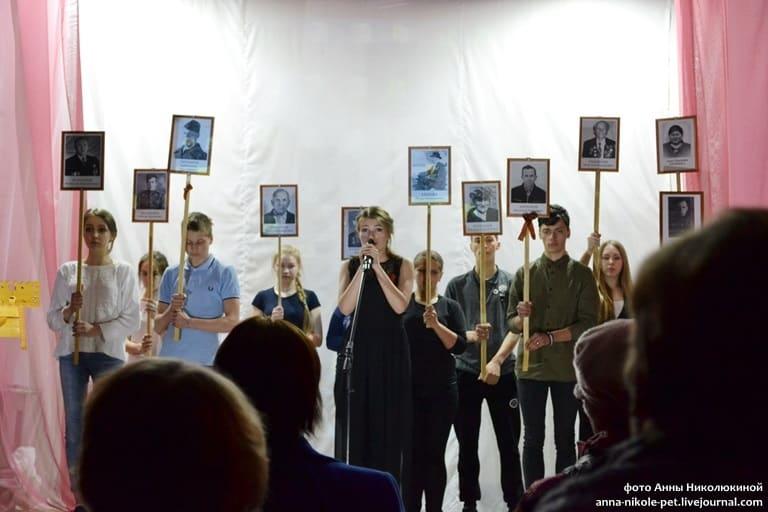 Марина Петрова и «Бессмертный полк» Великой Губы. Фото Анны Николюкиной