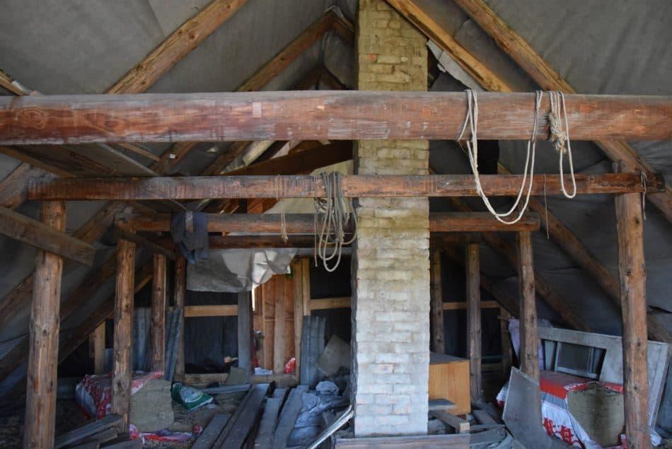 Чердак в доме необходимо отремонтировать и утеплить