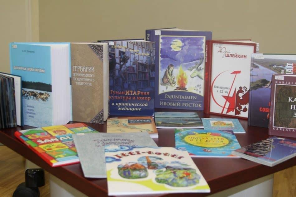 """Выставка книг конкурса """"Книга года-2017"""" в Национальной библиотеке Карелии"""