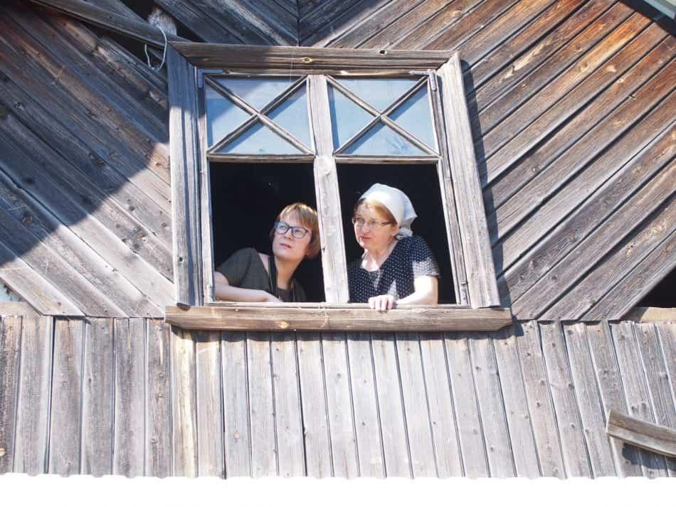 Алена Княжева и Мария Голубева на чердаке