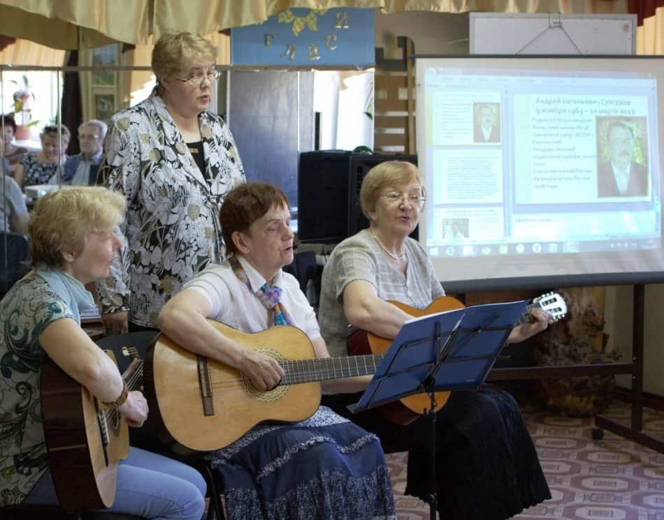 Песни на стихи Андрей Сунгурова. Справа - Инна Гоккоева