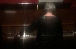 """Юлия Тишкина на концерте в клубе """"Убежище"""". Фото Зои Арнаутовой"""