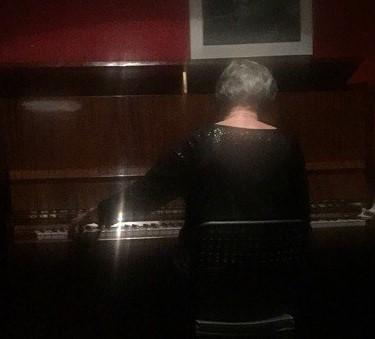 """Юлия Тишкина на концерте в клубе """"Убежище"""". Фото: Ольга Канина"""